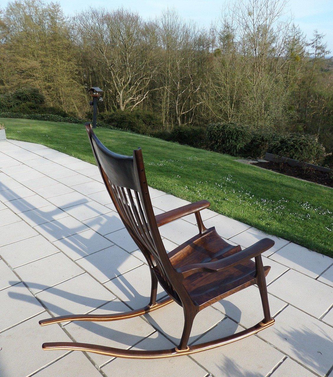 mobila scaun balansoar lemn de nuc