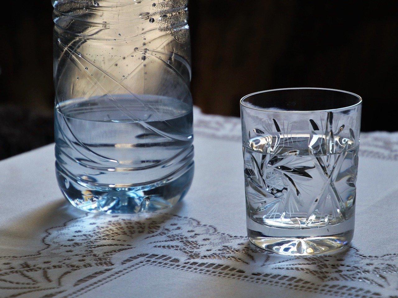 consum lichide apa